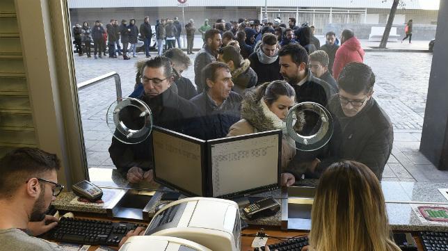 Los sevillistas han acudido en un gran número este miércoles a las taquillas (Foto: Sevilla FC)