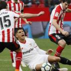 Correa cae dolorido ante la entrada de San José frente a Lekue (Foto: EFE).