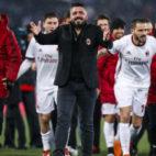 Gattuso celebra con sus jugadores el pase a la final de la Copa