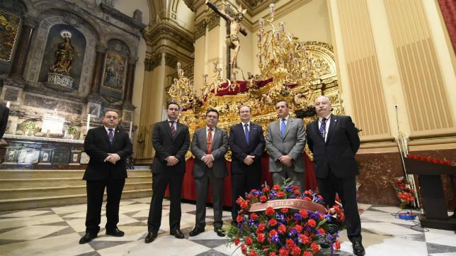 Ofrenda floral del Sevilla FC a la Hermandad de La Sed. Foto: SFC
