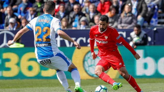 Nolito intenta marcharse de un rival durante el Leganés-Sevilla