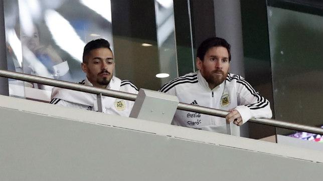 Messi, en el palco del Wanda Metropolitano, durante el España-Argentina