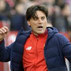 Vincenzo Montella gesticula durante el Sevilla-Valencia (Foto: AFP)