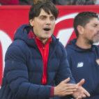 Montella anima a sus jugadores en el partido ante el Valencia (Foto: J. J. Úbeda)