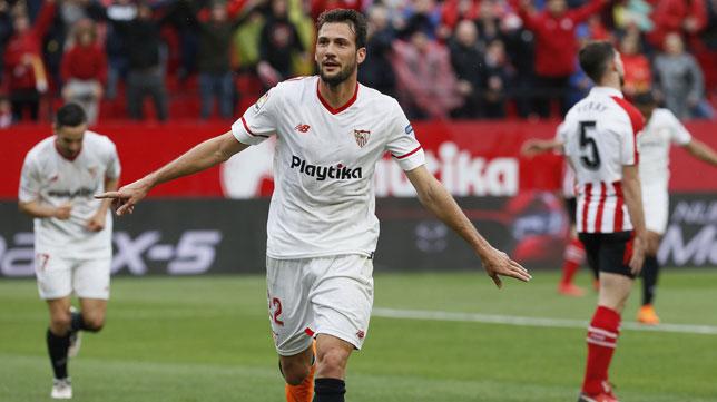Franco Vázquez celebra el 2-0 ante el Athletic (Foto: EFE).