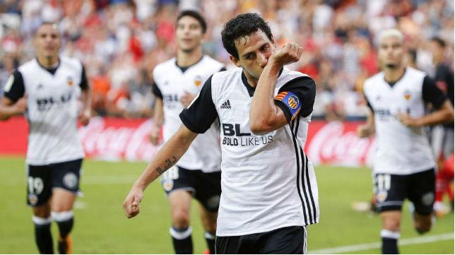 Dani Parejo celebra un gol con el Valencia (EFE)