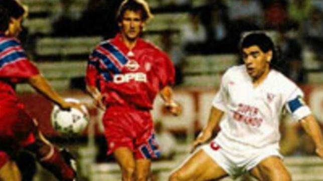 Maradona, en el Sevilla-Bayern del 92