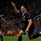 Ben Yedder celebra uno de los goles anotados en Old Trafford (Foto: Reuters)