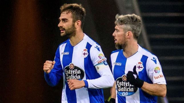 Adrián y Luisinho, en un encuentro con el Deportivo esta temporada (EFE)