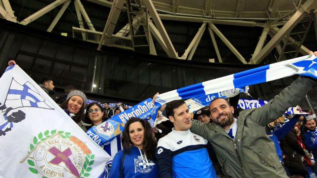 Aficionados del Deportivo, en un encuentro en Riazor (RCDC)