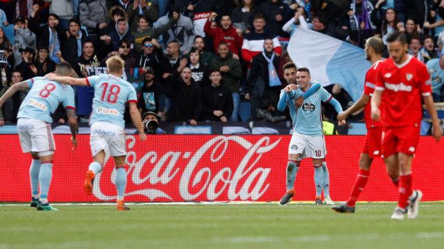 Aspas celebra uno de sus goles en el Celta-Sevilla