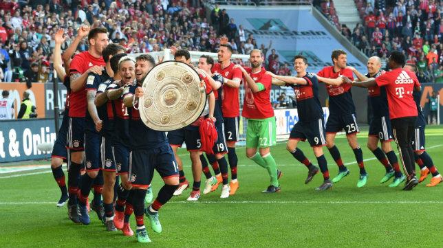 Los jugadores del Bayern celebran la conquista del título de la Bundesliga