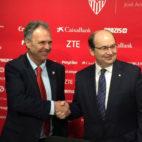 Joaquín Caparrós y José Castro, en la presentación como nuevo entrenador del Sevilla (F. M.)