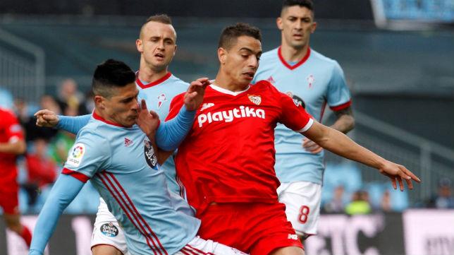Ben Yedder pelea un balón en el Celta-Sevilla
