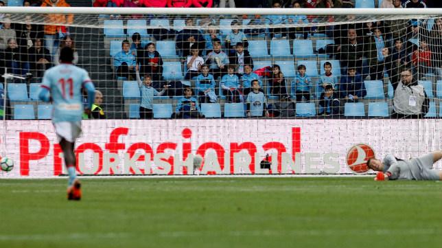David Soria ve como encaja el segundo gol del Celta-Sevilla