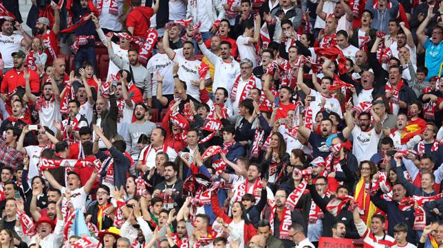 Los aficionados sevillistas, en las gradas del Wanda en la final de la Copa del Rey (Foto: EFE).
