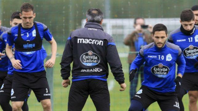 Fernando Navarro y Andone, en primer término del entrenamiento del Deportivo de este domingo (Foto: RC. Deportivo)