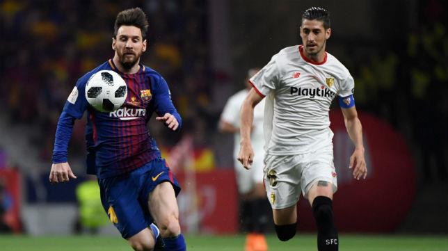 Escudero persigue a Messi en la final de la Copa del Rey (Foto: AFP)