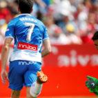 Gerard celebra uno de los goles anotados en Montilivi ante el Girona (Foto: EFE)