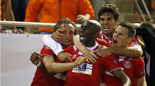 Stephane Mbia, exjugador del Sevilla, adjunta la imagen de la celebración de su gol al Valencia horas antes del encuentro de la Champions ante el Bayern