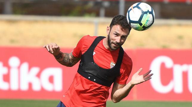 Miguel Layún, en un entrenamiento con el Sevilla FC (Juan José Úbeda)