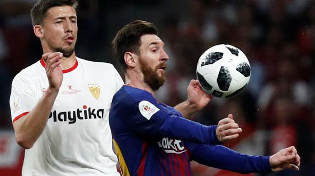 Lenglet presiona a Messi (Foto: Reuters).