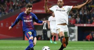 Nzonzi trata de frenar a Messi (Foto: AFP).