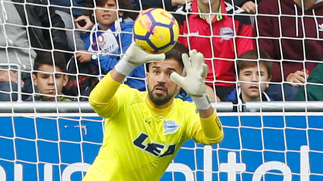 Fernando Pacheco, en un lance durante un partido con el Alavés