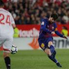 Messi marca el 2-2 en el Sánchez-Pizjuán en el último enfrentamiento liguero ante el Sevilla (Foto: Reuters).