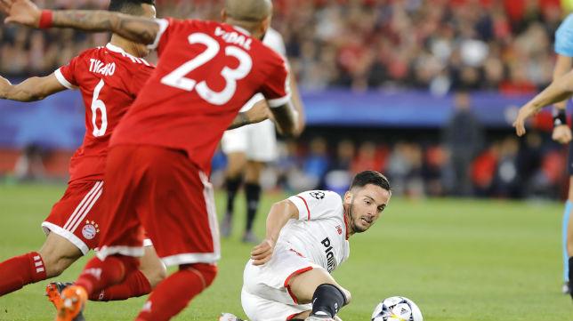 Sarabia disputa un balón en el encuentro de ida de la eliminatoria ante el Bayern Múnich (Foto: J. M. Serrano)