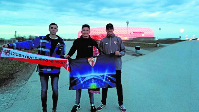 Los primeros sevillistas llegaron ayer a Múnich y tuvieron incluso la ocasión de visitar los aledaños del Allianz Arena