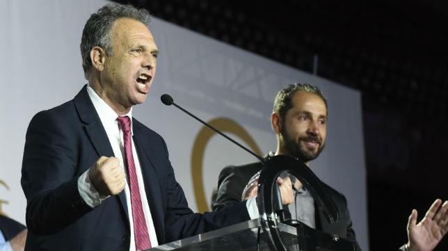 Joaquín Caparrós y su discurso levantaron al sevillismo en 'Fieles de Nervión' (Foto: J. J. Úbeda/ABC)