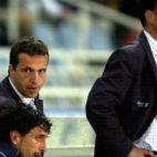 Joaquín Caparrós y Pablo Alfaro, en Anoeta tras ser expulsados en un Real Sociedad-Sevilla de mayo del 2003 (Foto: EFE)