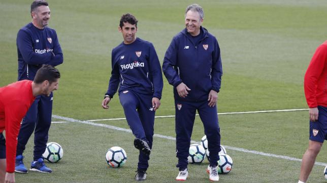 Paco Gallardo, junto a Caparrós (Foto: Juan José Úbeda)