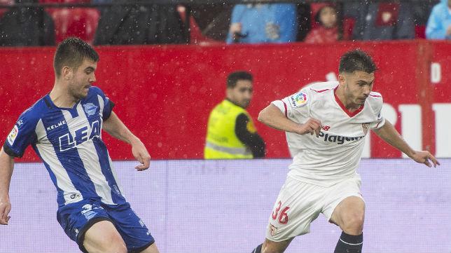 José Antonio Lara, en un instante del Sevilla-Alavés en el que debutó con el primer equipo (Foto: ABC)