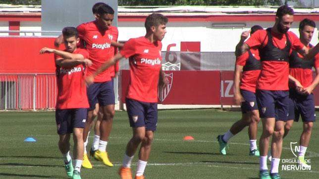 Lara y Pozo, entrenándose con el Sevilla