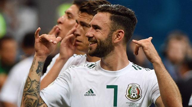 Layún celebra la victoria de México ante Corea del Sur (foto: AFP)