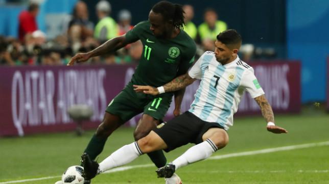 Banega, en un lance del Argentina-Nigeria