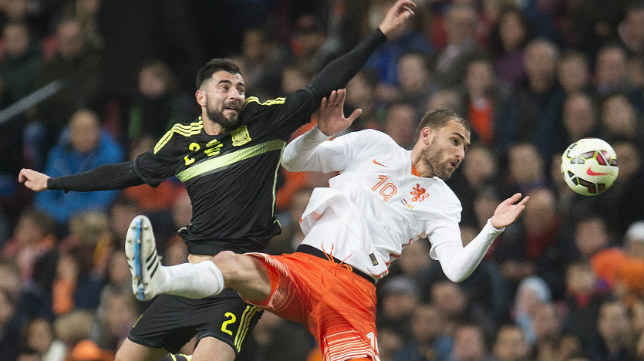 Bas Dost en un España-Holanda