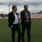 Caparrós dialoga con Pablo Machín en la ciudad deportiva del Sevilla