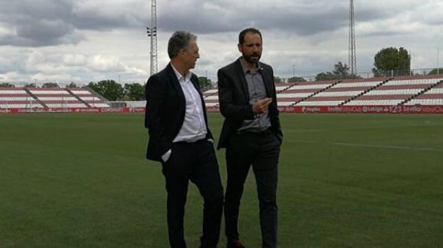 Caparrós dialoga con Pablo Machín en la ciudad deportiva del Sevilla FC