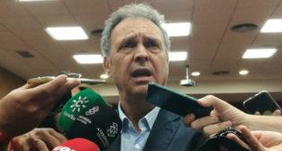 Joaquín Caparrós atiende a los medios de comunicación (Foto: J. P. )