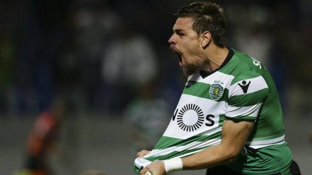 Sebastián Coates celebra un gol con el Sporting