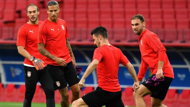 Dmitrovic, con la selección de Serbia (AFP)