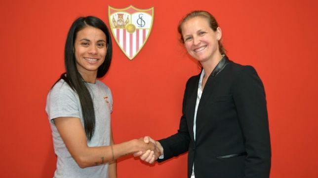Francisca Lara, en su primer día como jugadora del Sevilla (SFC)