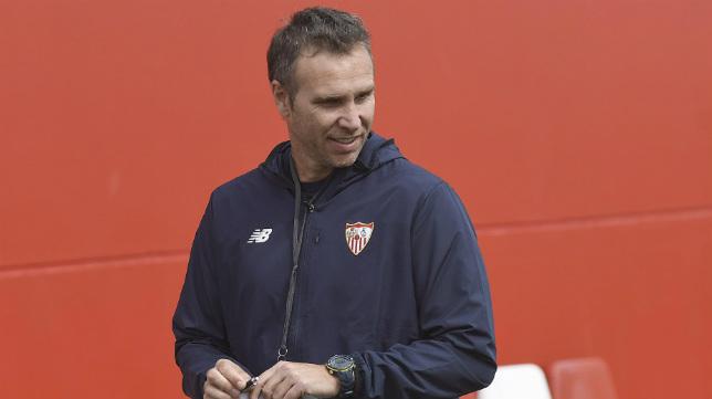 Luci, entrenador del Sevilla Atlético (Foto: SFC)