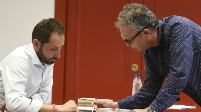 Pablo Machín y Joaquín Caparrós en una reunión en el club. Foto: SFC