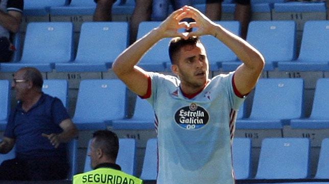 Maxi Gómez celebra un gol con el Celta