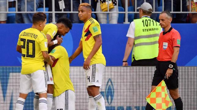 Muriel celebra con sus compañeros el gol que clasifica a Colombia para los octavos (AFP)