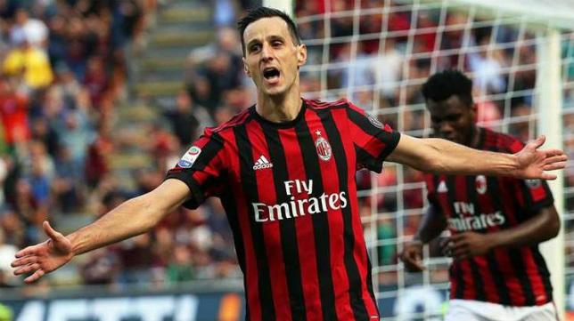 Nikola Kalinic celebra un gol con el AC Milan